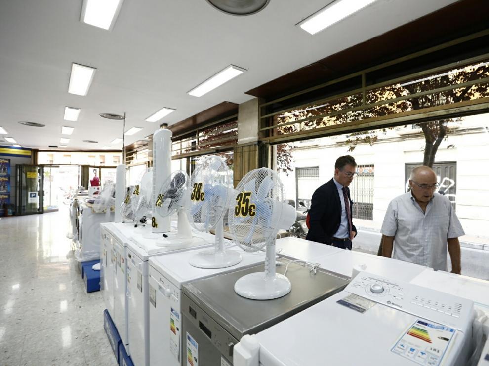 Venta de ventiladores y aparatos de refrigeración en una de las tiendas Paymar de la capital aragonesa