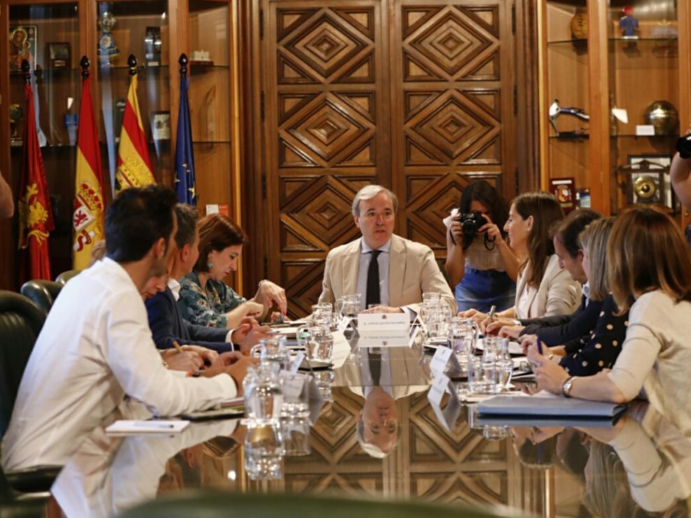 El gobierno PP-Cs del Ayuntamiento de Zaragoza ha celebrado este miércoles su primera reunió.