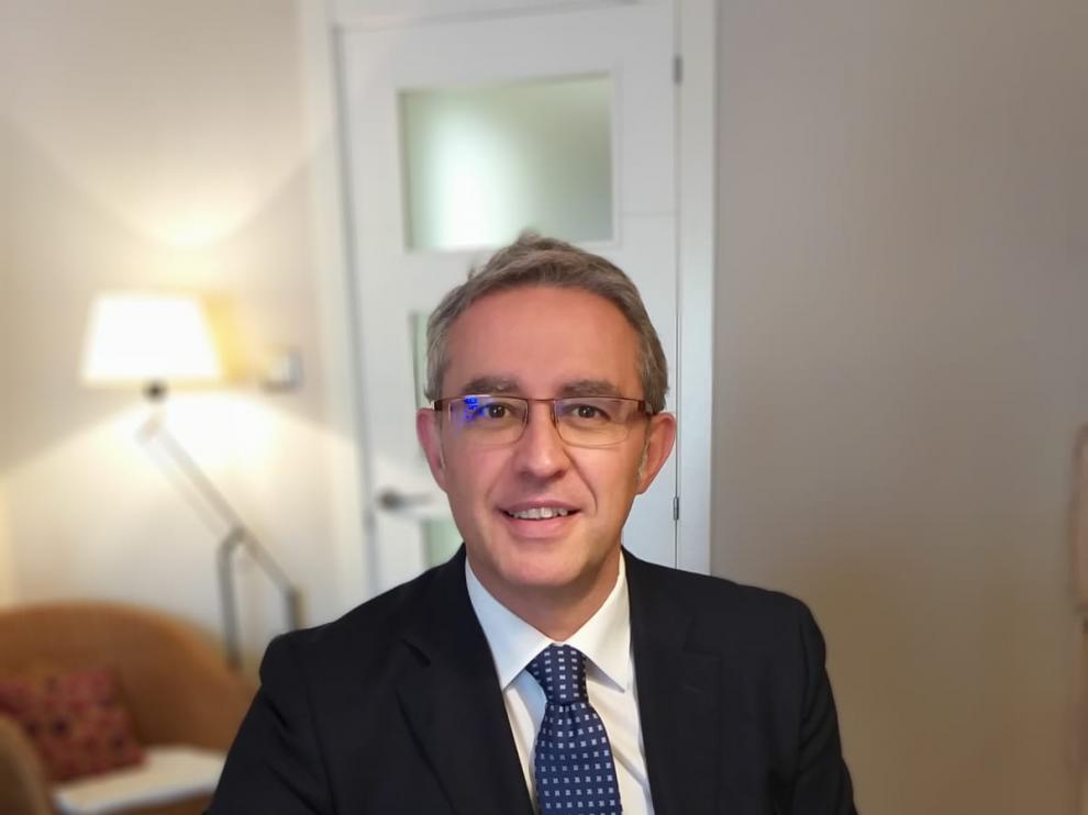 Enrique Plaza, director del Departamento de Derecho Público.