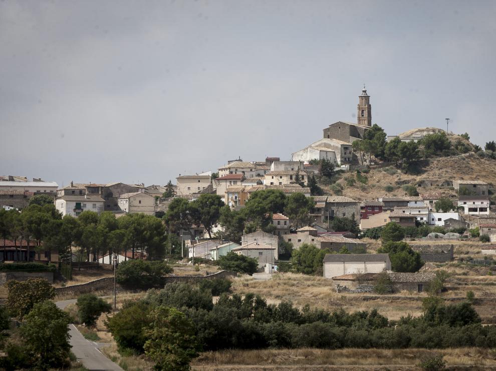 Alcalá de Gurrea, en la Hoya de Huesca, sobre el cerro en el que se asienta.