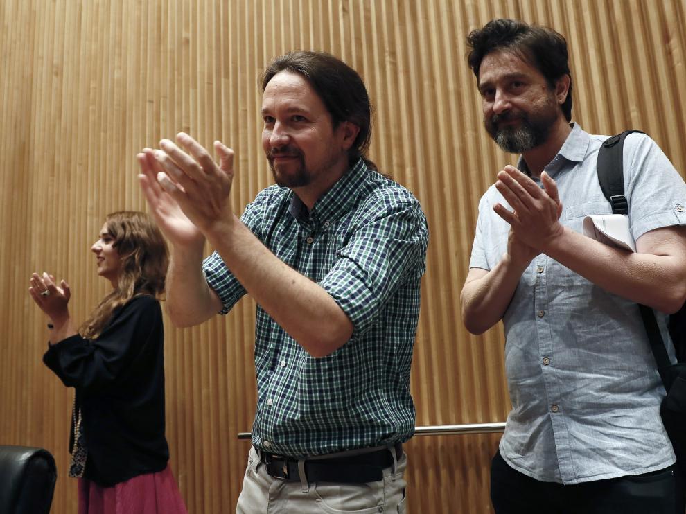 El secretario general de Podemos, Pablo Iglesias, y el diputado de esta formación, Rafa Mayoral, en la jornada por la defensa de los servicios públicos
