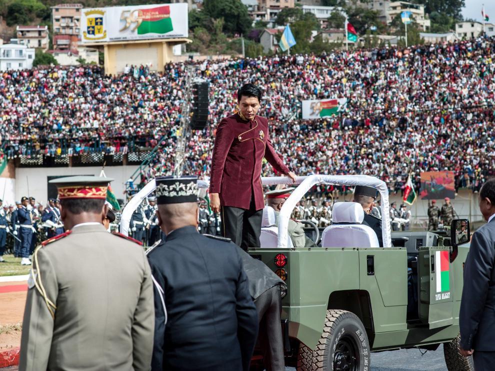 Llegada al estadio del presidente de Madagascar antes de la tragedia