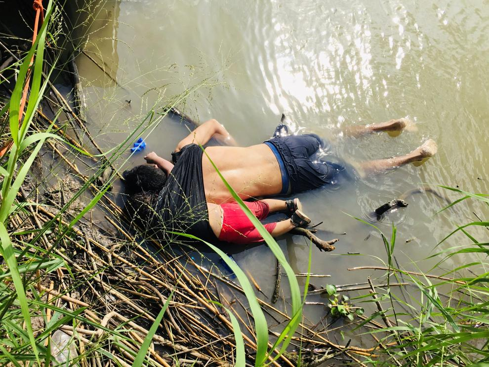 ATTENTION EDITORS - SENSITIVE MATERIAL. THIS IMAGE MAY OFFEND OR DISTURB    The bodies of a Salvadorian migrant and his daughter are seen at the Rio Bravo river in Matamoros, in Tamaulipas state, Mexico June 24, 2019. Picture taken June 24, 2019. REUTERS/Stringer NO RESALES. NO ARCHIVES [[[REUTERS VOCENTO]]] USA-IMMIGRATION/MEXICO