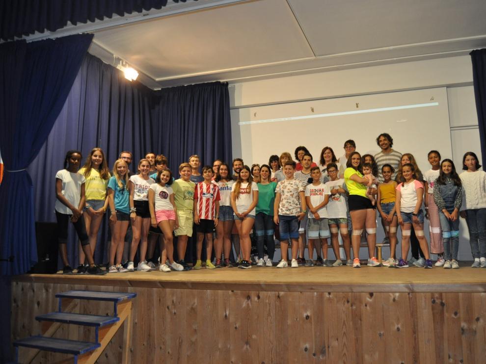 Alumnos, profesores y padres que participaron en el taller de cine.