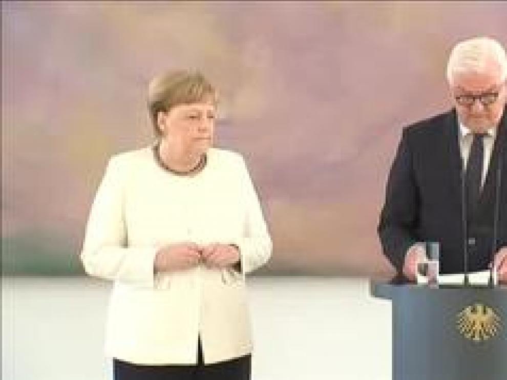 La canciller alemana, Angela Merkel, ha vuelto a sufrir los mismos temblores que tuvo hace nueve días durante otro acto público y que en ese momento achacó a una posible deshidratación. En esta ocasión, Merkel que estaba en la presentación de la nueva ministra de Justicia alemana, Christine Lambrecht, no ha querido darle importancia.