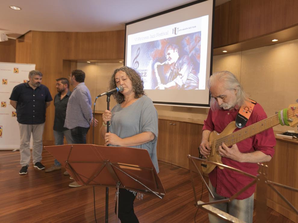 Actuación de jazz en la presentación del festival en la Diputación.