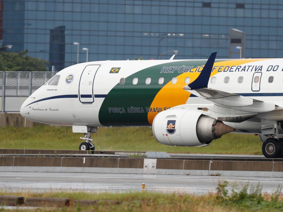 Avión de la comitiva de Bolsonaro