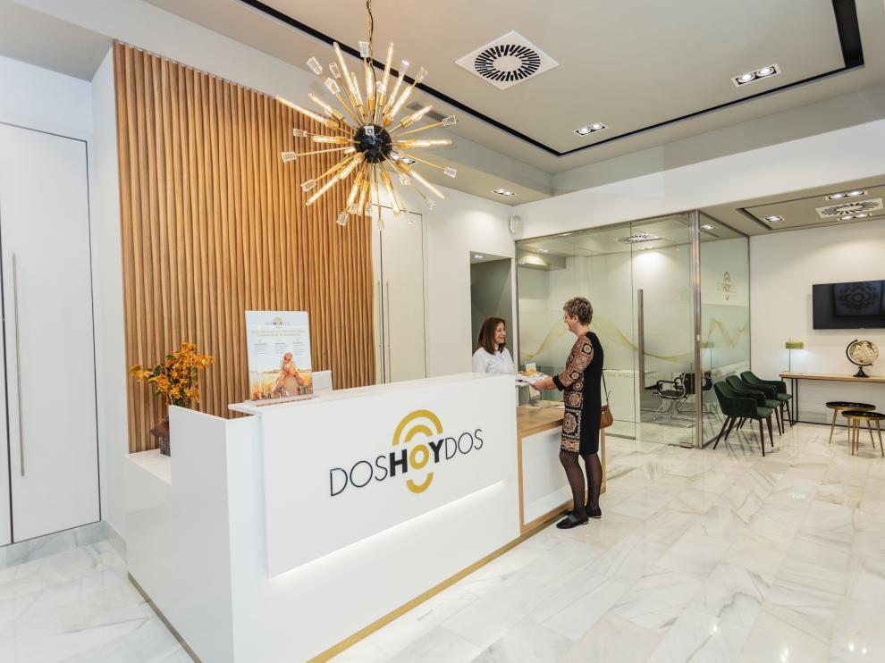 Recepción del nuevo centro auditivo de Doshoydos, en la avenida de Juan Pablo II, 42.