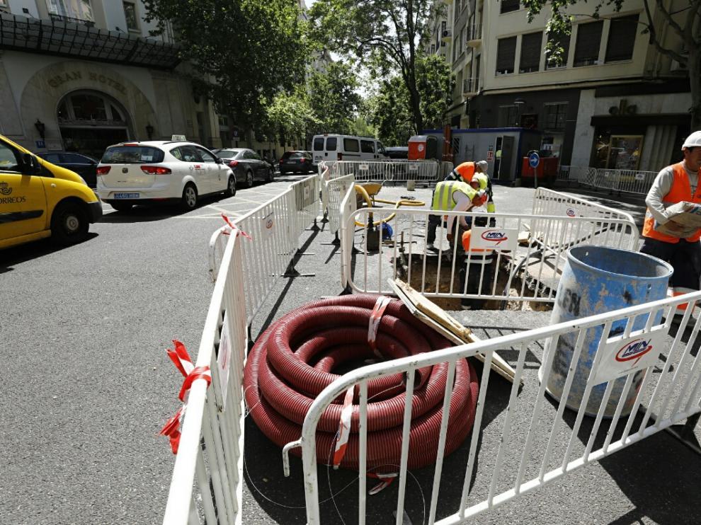 Un problema técnico durante las obras de renovación de una tubería ha provocado el corte de agua de 10 horas.