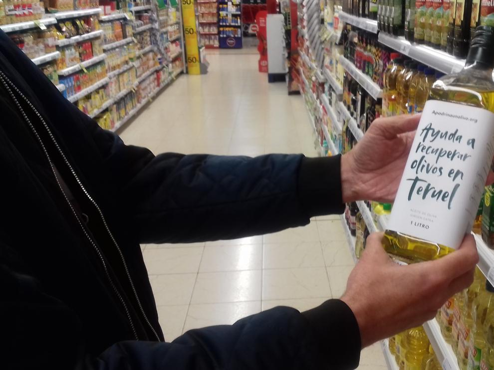 Las botellas, de cristal y con etiquetas de papel reciclable, se pueden comprar en los establecimientos del grupo a un precio de 8,5 euros.