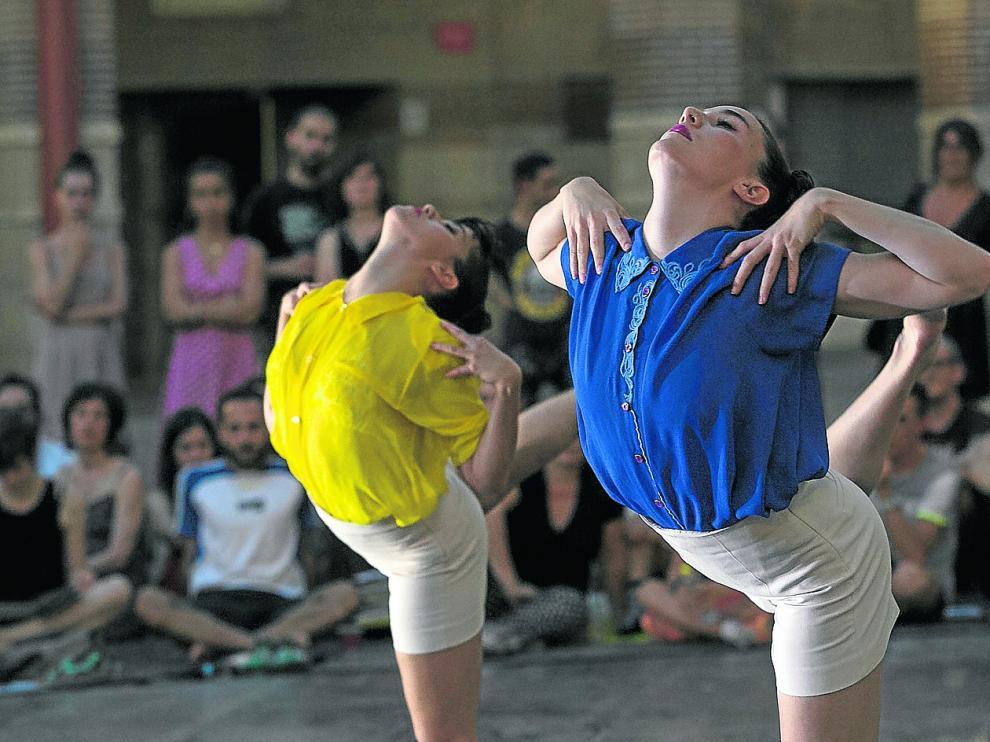 Unaiuna, el dúo de Laura Literas y Marina Fullana, participó este viernes en 'Trayectos' con su espectáculo 'All-Inclusive'.