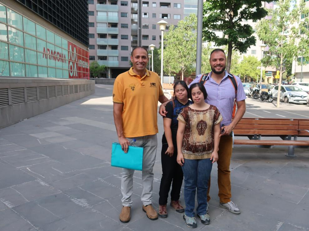 Javier Rodríguez (a la derecha), con sus hermanos Luis Enrique, Liso y Luz.
