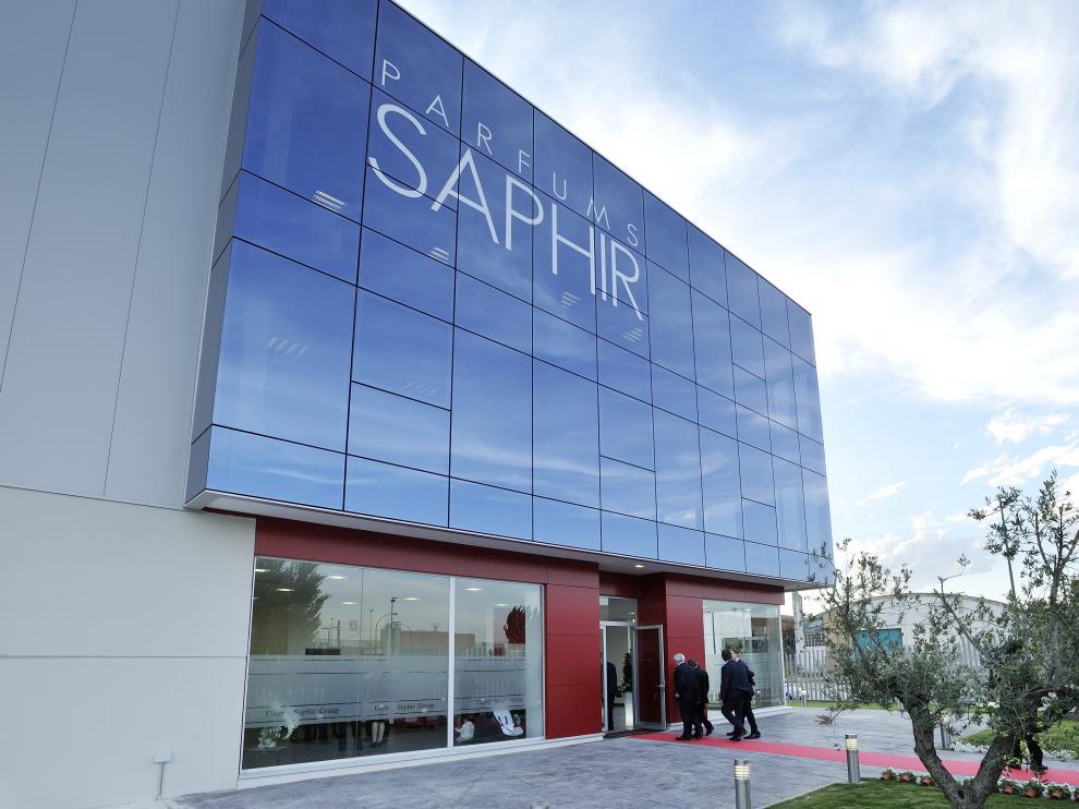 La central de Grupo Saphir Parfums está situada en el polígono de Malpica, Zaragoza.