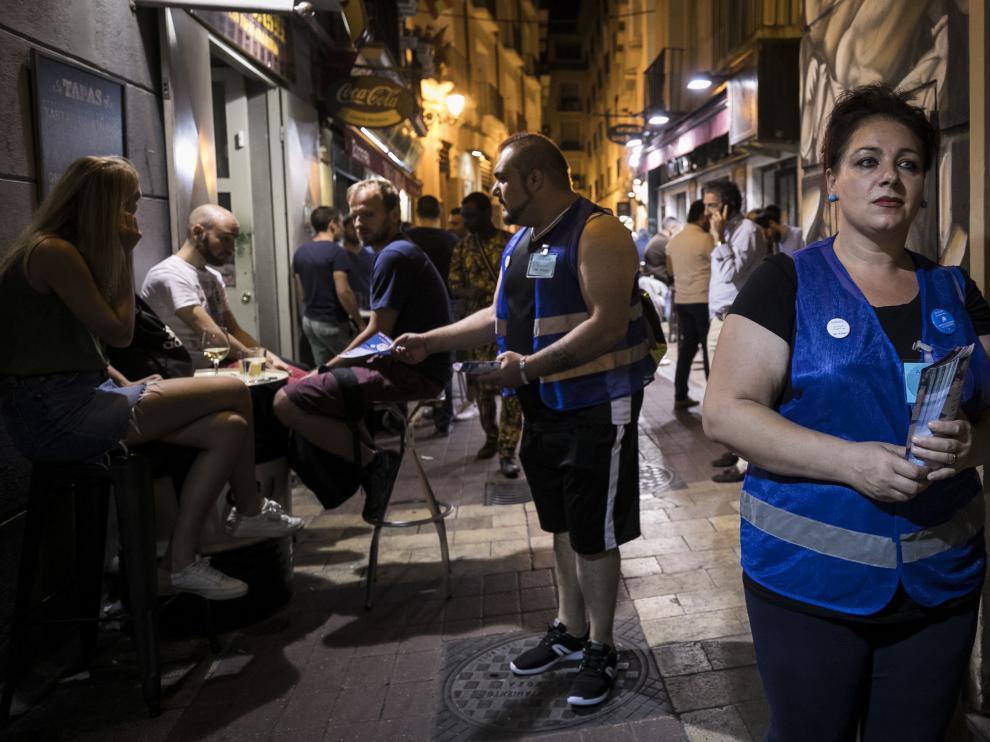 INFORMADORES NOCTURNOS CONTRA EL RUIDO / ZONA DE BARES ( EL TUBO ) DE ZARAGOZA / 20/06/2019 / FOTO : OLIVER DUCH [[[FOTOGRAFOS]]]