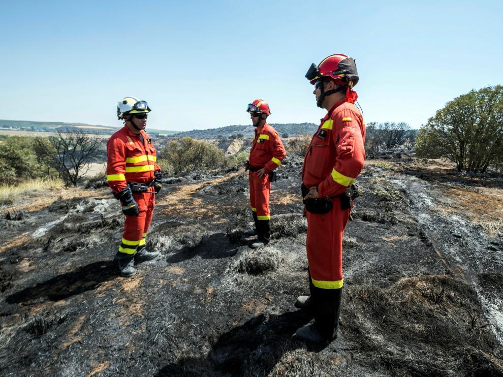 Miembros de la UME en el entorno del incendio en Toledo.