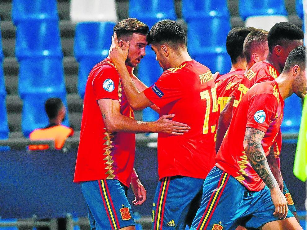 La selección española celebra uno de sus goles a Francia en semifinales.