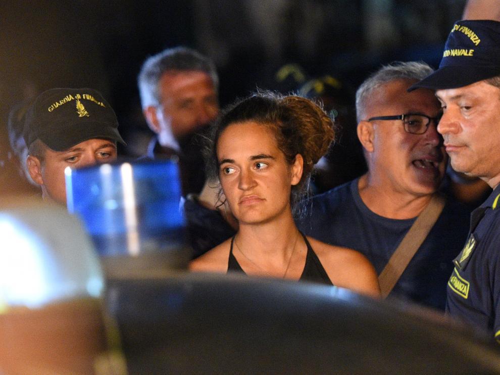 La capitana del barco de la ONG Sea Watch, Carola Rackete, durante su detención.