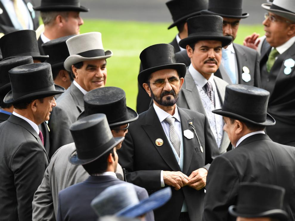 FMA0001. Ascot (United Kingdom), 22/06/2019.- Dubai's ruler Sheikh Mohammed bin Rashid al-Maktoum (C) attends the final day of Royal Ascot in Ascot, Britain, 22 June 2019. Royal Ascot is Britain's most valuable horse race meeting and social event running daily from 18 to 22 June 2019. (Reino Unido) EFE/EPA/FACUNDO ARRIZABALAGA Royal Ascot final day