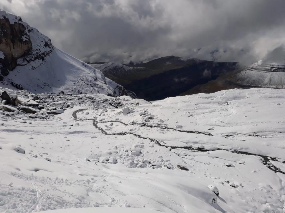 Nevada tras el paso del huracán Leslie en la zona de Monte Perdido. La tercera masa de hielo más grande del Pirineo ha perdido 15 metros en algunas zonas desde 2011.