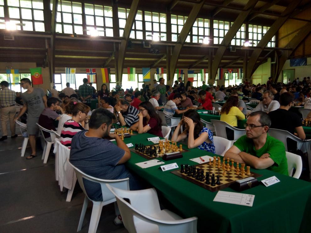 El Open de Benasque atrae a más de dos mil personas entre inscritos y acompañantes.
