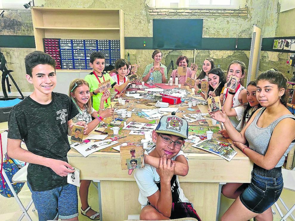 Los trece jóvenes mostraron el  sus creaciones en uno de los talleres de Rabalart.