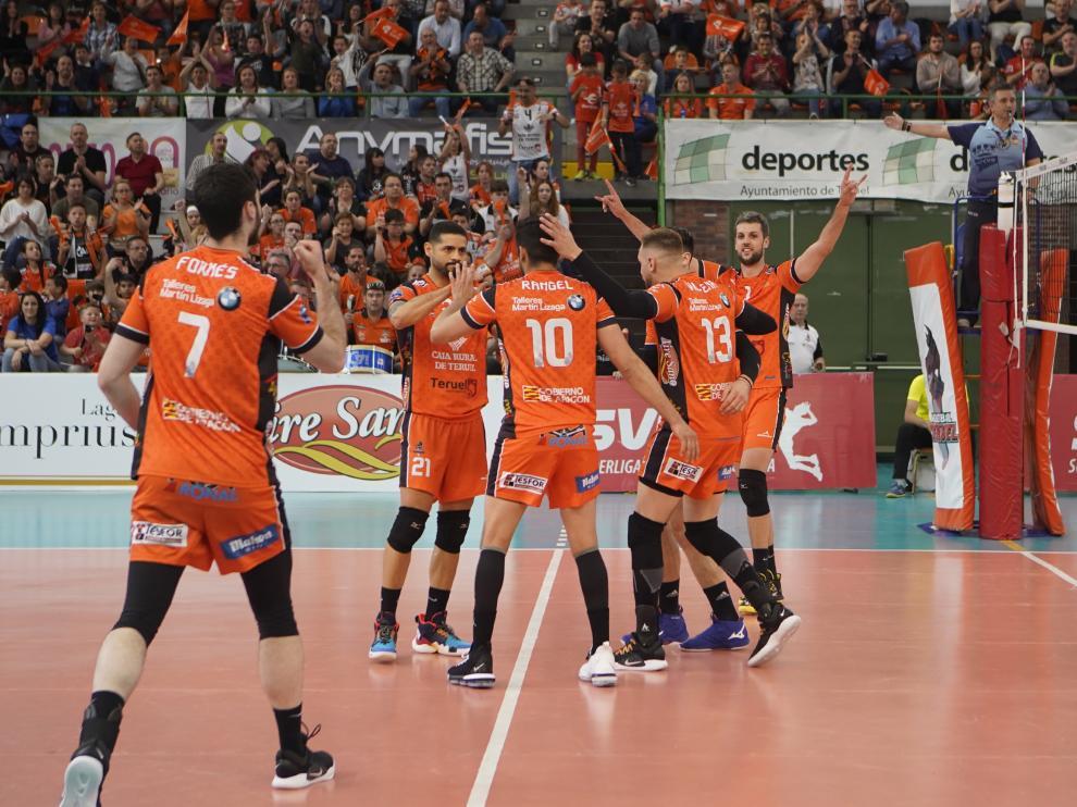 Segundo partido de la final de Superliga de Voleibol entre VoleibolTeruel y Unicaja Almeria. Foto Antonio Garcia/bykofoto. 28/04/19 [[[FOTOGRAFOS]]]