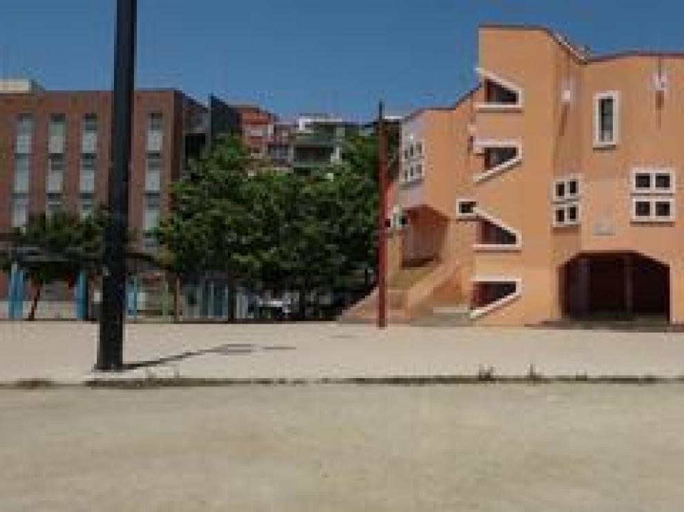 La parroquia de San Pío X, en el zaragozano barrio de La Jota, está asentada en un edificio original e irregular que es considerado uno de los más peculiares de la ciudad