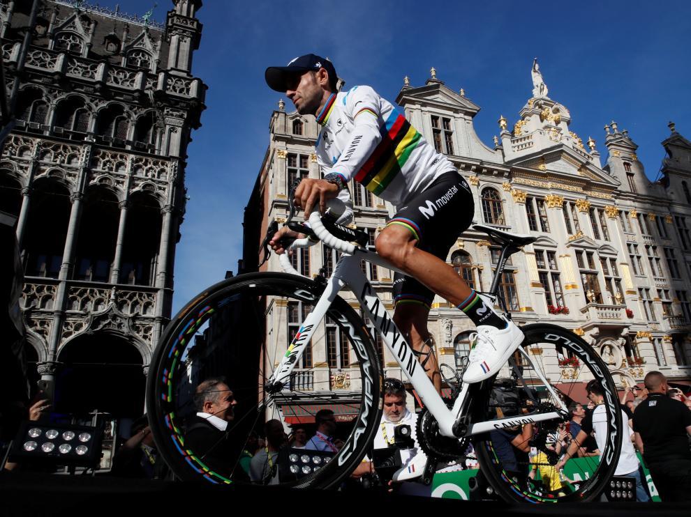 Alejandro Valverde, con el maillot arcoíris, en Bruselas antes del comienzo del Tour 2019.