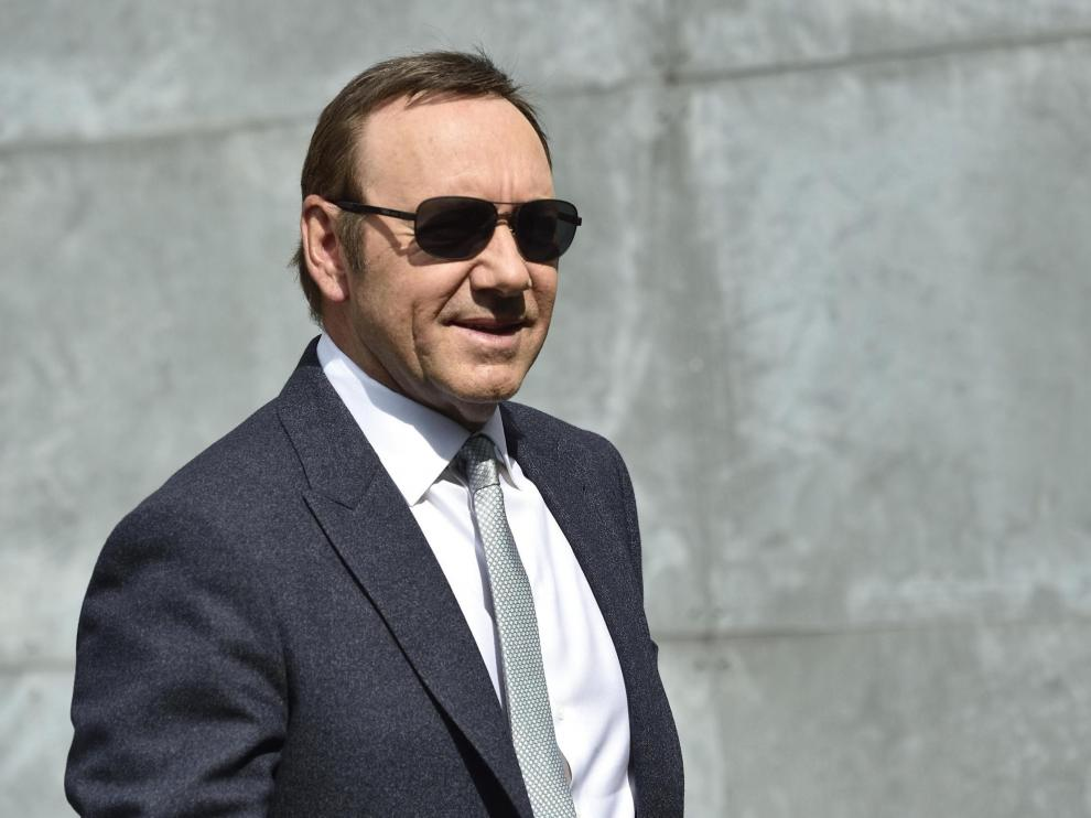 Milan (Italy).- (FILE) - US actor Kevin Spacey attends the Milan Fashion Week, in Milan, Italy, 21 June 2016 (reissued 05 July 2019). According to media reports, the man accusing Kevin Spacey of molesting him has dropped his civil case against the US actor on 05 July 2019. Spacey still is accused of sexual assault in a criminal case. The charges stem from an alleged incident in 2016, during which Spacey allegedly purchased alcohol for and then groped a then 18-year-old male at a restaurant in Nantucket, Massachusetts. (Moda, Italia, Estados Unidos) EFE/EPA/FLAVIO LO SCALZO *** Local Caption *** 54865111 Reports: Civil case against Kevin Spacey dropped by accuser