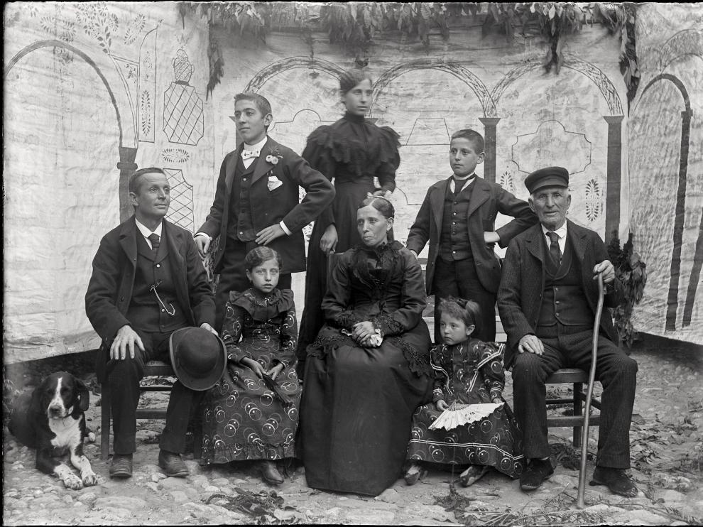 Imagen de la familia, en la que aparece el mismo Burrel y que probablemente hizo José Salinas.