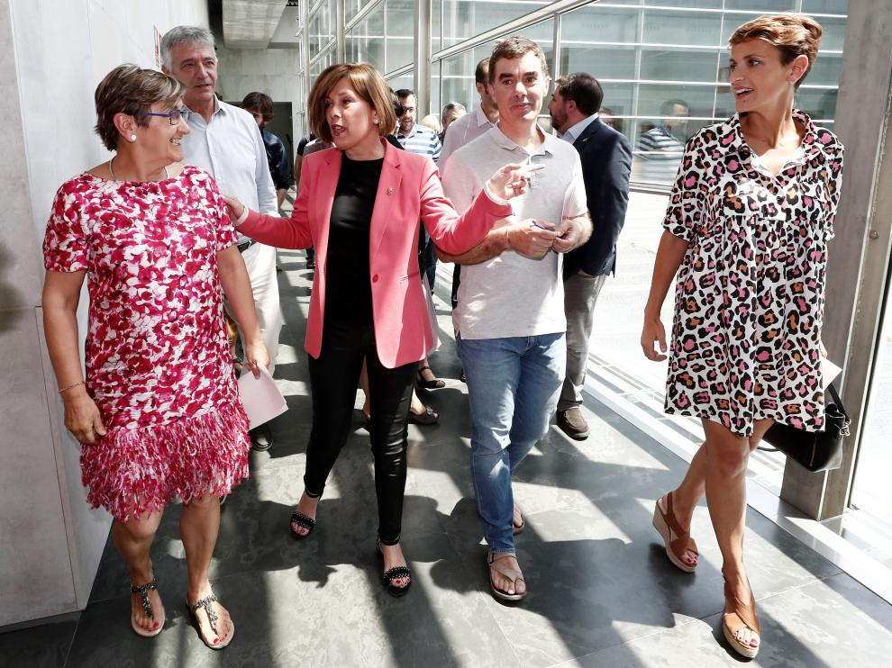 Representantes de los partidos que han pactado en Navarra, tras salir de la reunión