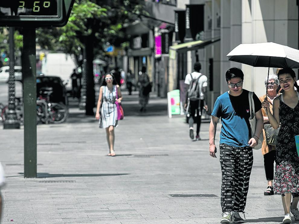 Zaragoza superó este viernes los 37 grados de máxima y hoy podría alcanzar los 40.