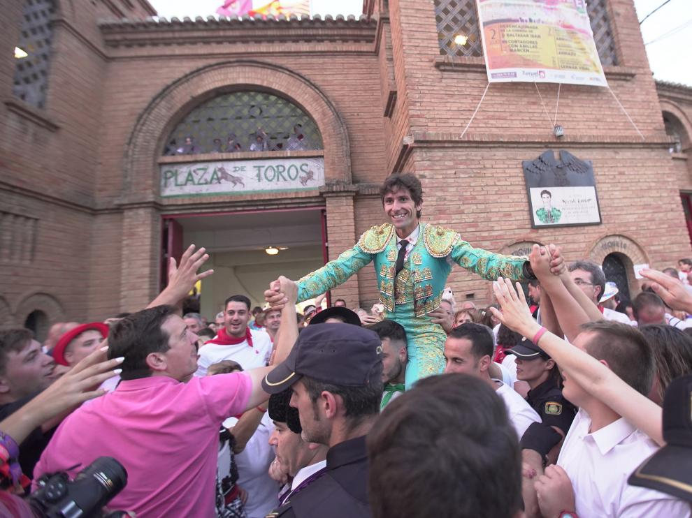 El torero Alberto Lamelas sale a hombros por la puerta grande de la plaza de teruel