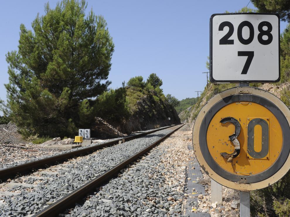 Las obras en la línea Teruel-Sagunto obligan a cortar los caminos que cruzan la plataforma por debajo
