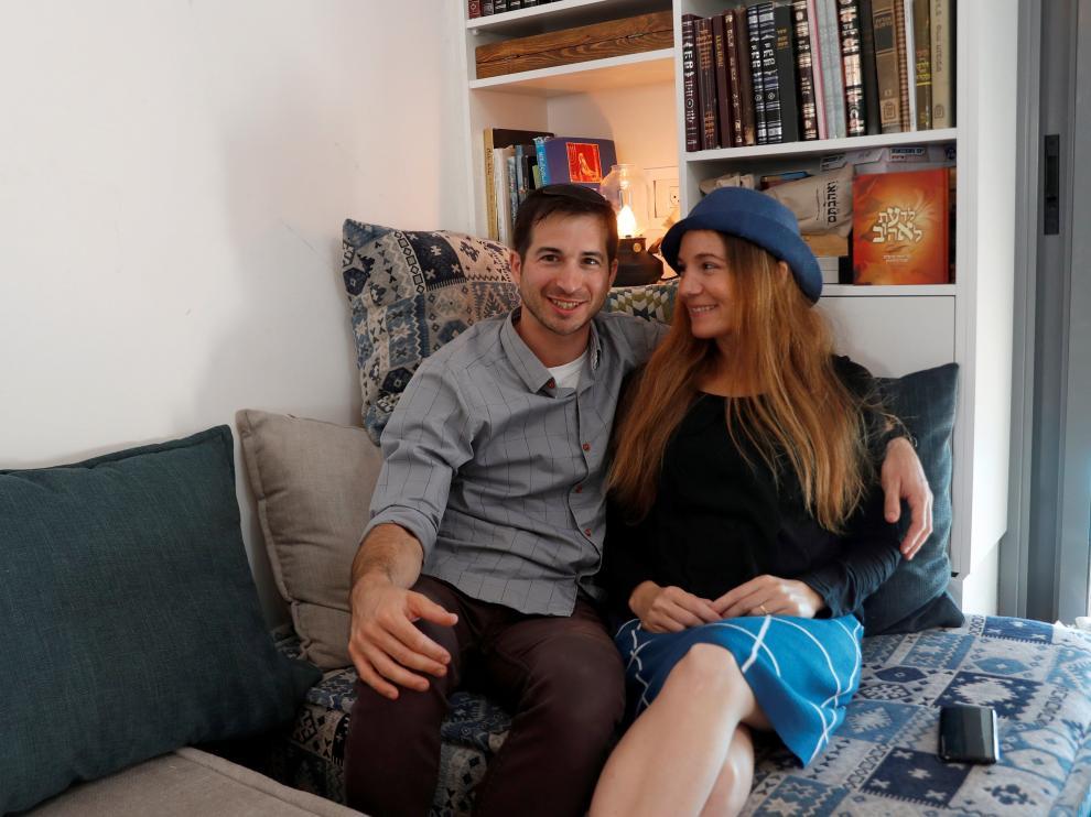 Limor y Dudu Kleinman en su tienda y asesoría erótica.