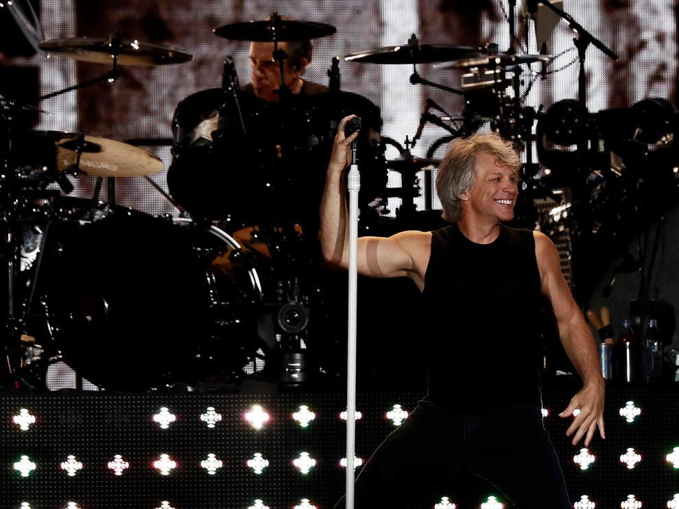 """GRAF556. MADRID, 07/07/2019.- El cantante estadounidense Jon Bon Jovi, durante el concierto de su gira """"This house is not for sale"""" ofrecido esta noche en el Wanda Metropolitano, en Madrid. EFE/Mariscal CONCIERTO DE BON JOVI EN MADRID"""