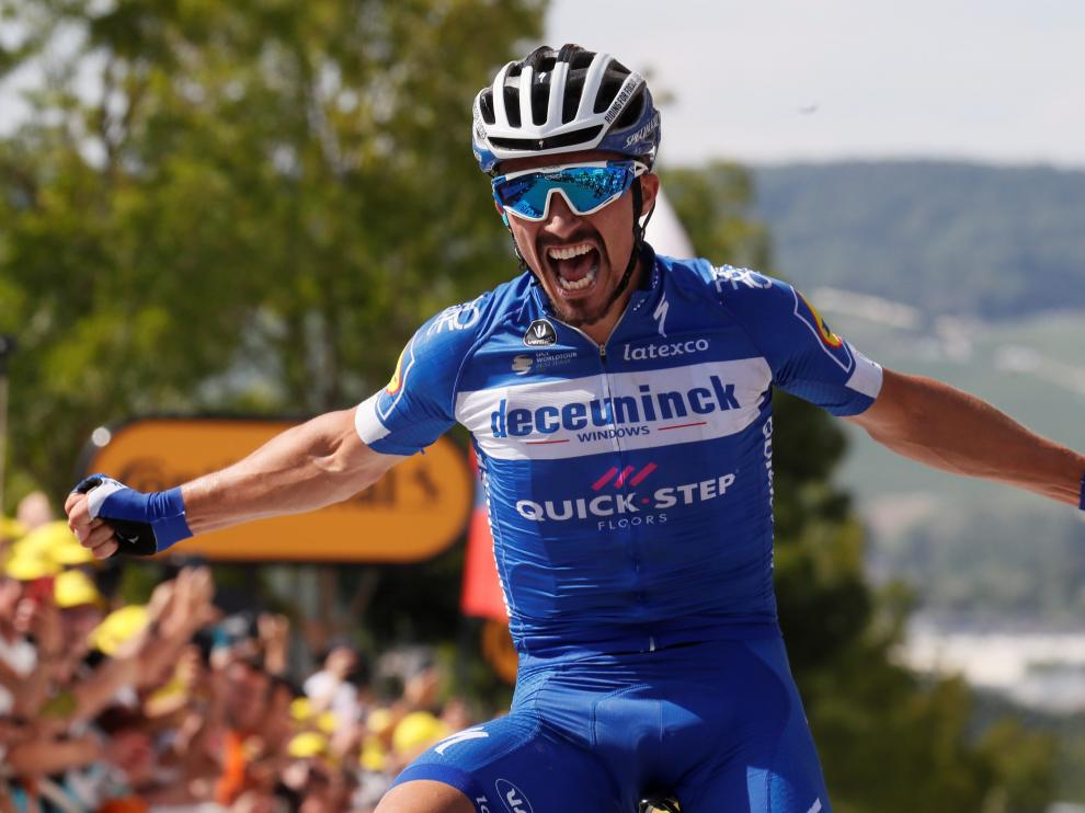 Cycling - Tour de France - The 215-km Stage 3 from Binche to Epernay - July 8, 2019 - Deceuninck-Quick Step rider Julian Alaphilippe of France wins the stage. REUTERS/Gonzalo Fuentes [[[REUTERS VOCENTO]]] CYCLING-FRANCE/