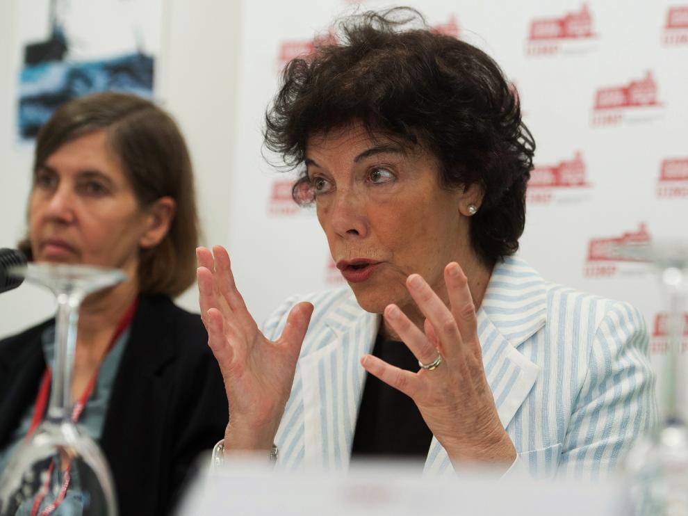 La portavoz del Gobierno y ministra de Educación en funciones, Isabel Celaá, este lunes en Santander.