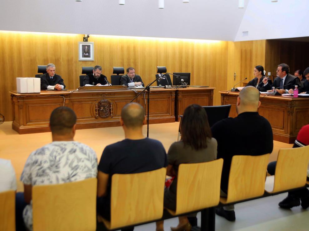 La vista se ha suspendido al estar presentes solo cinco de los nueve acusados.