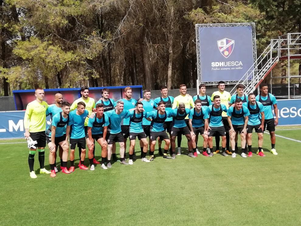 Los 23 futbolistas que se han vestido de corto en el primer entrenamiento del año.