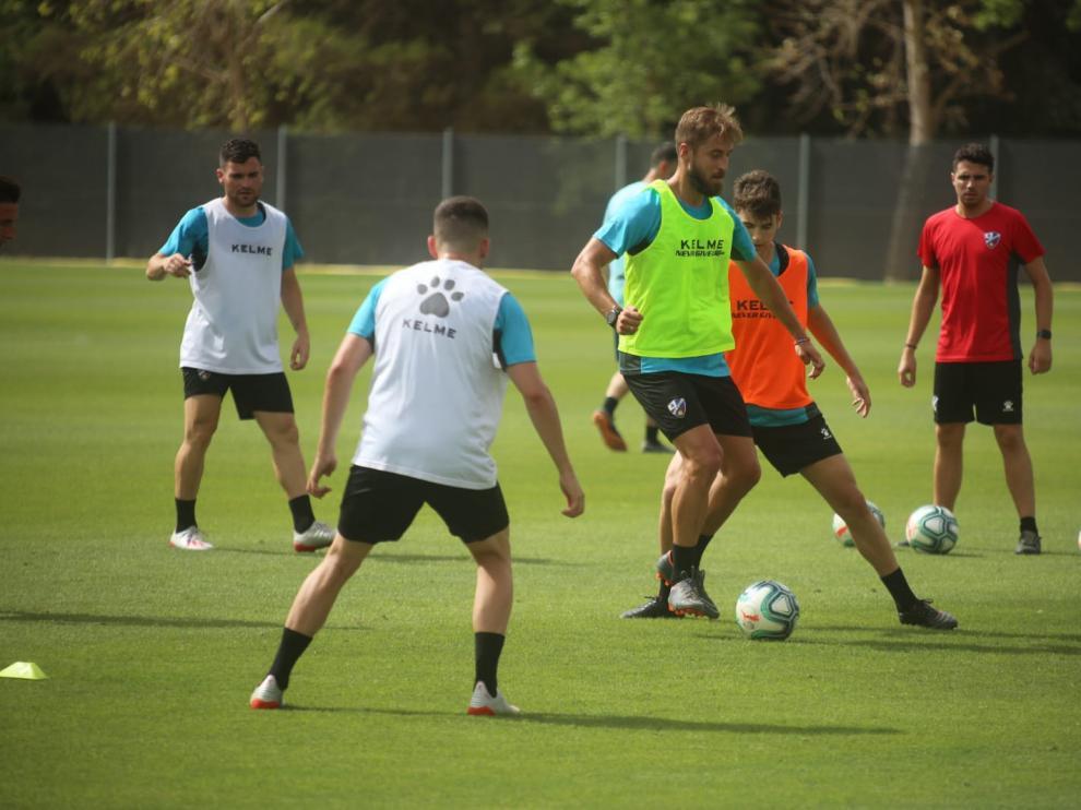 Jorge Pulido, en el centro de la imagen, durante el entrenamiento de este lunes.