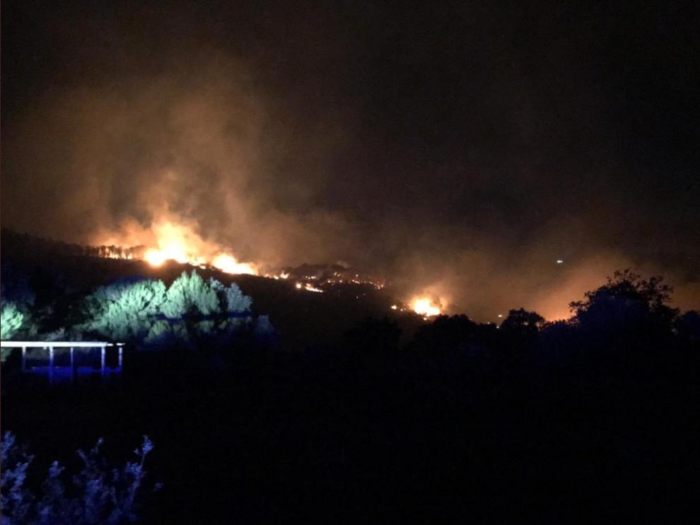 Imagen del incendio publicada en la cuenta de Twitter del Gobierno de Ceuta.
