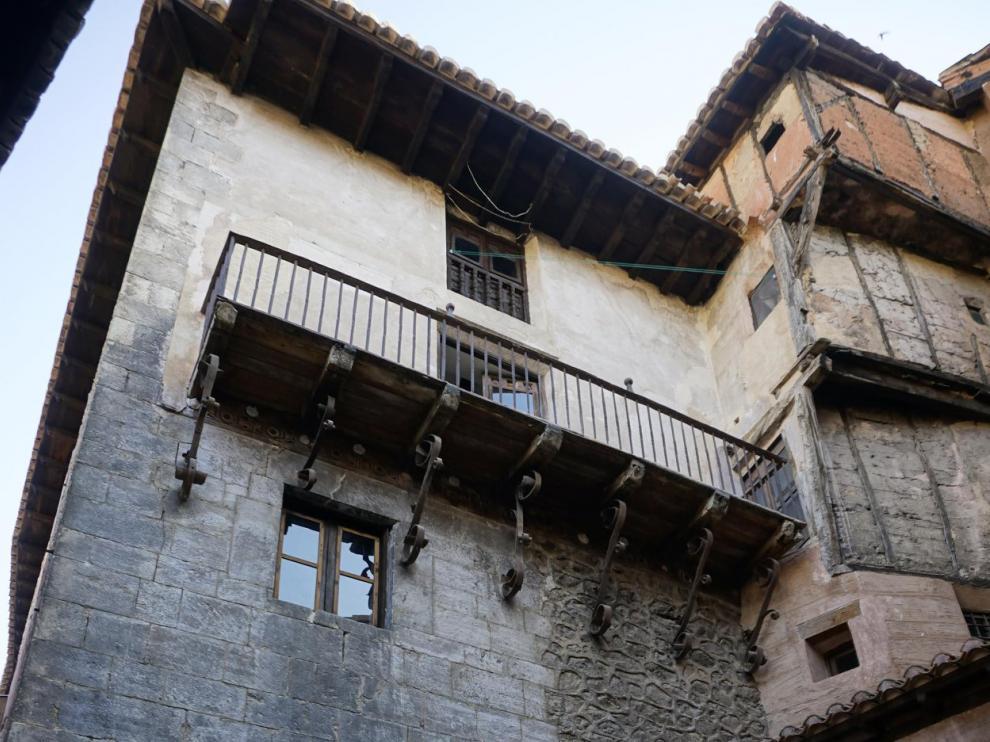 El tejado y la fachada del edificio han sido rehabilitados.