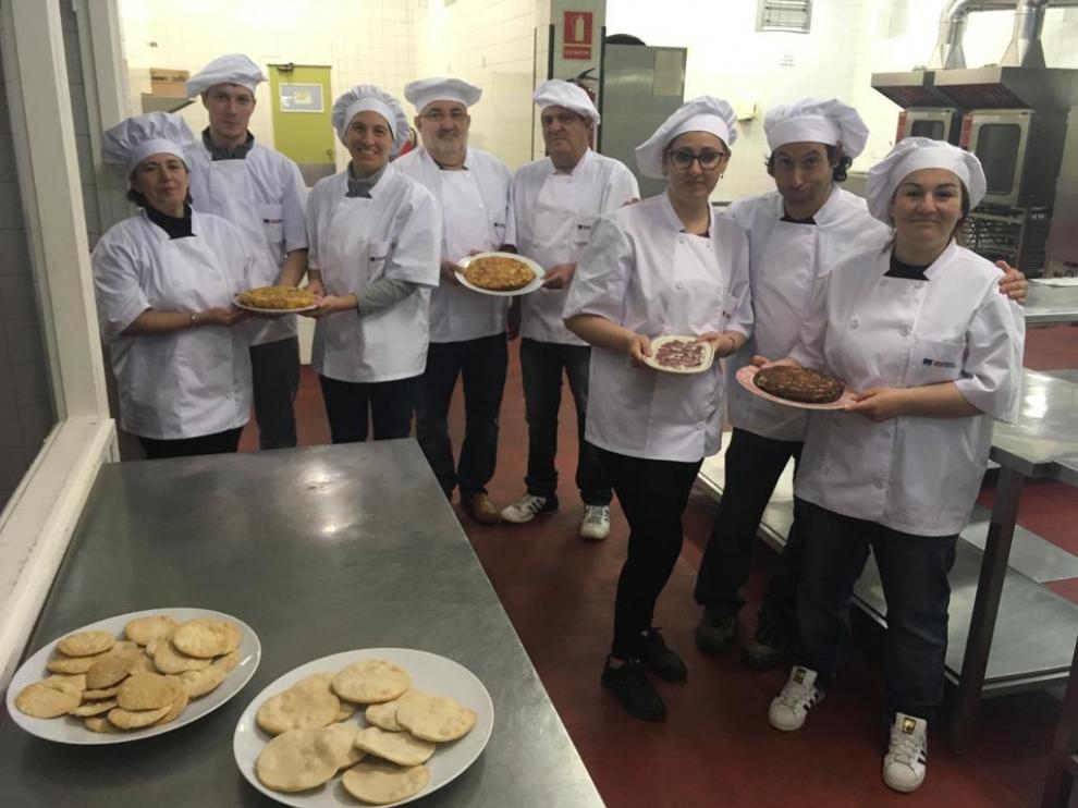 Alumnos de EFA El Poblado en un curso del Inaem  sobre operaciones básicas de cocina.