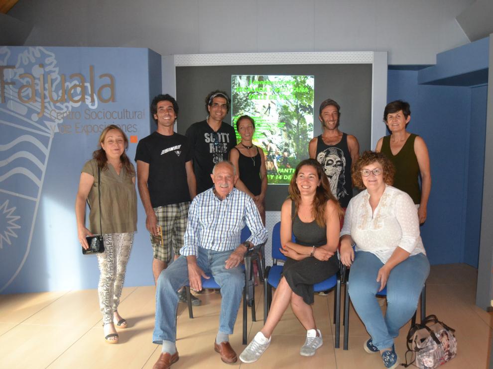 Imagen con algunos de los organizadores de esta doble cita en el valle de Tena.