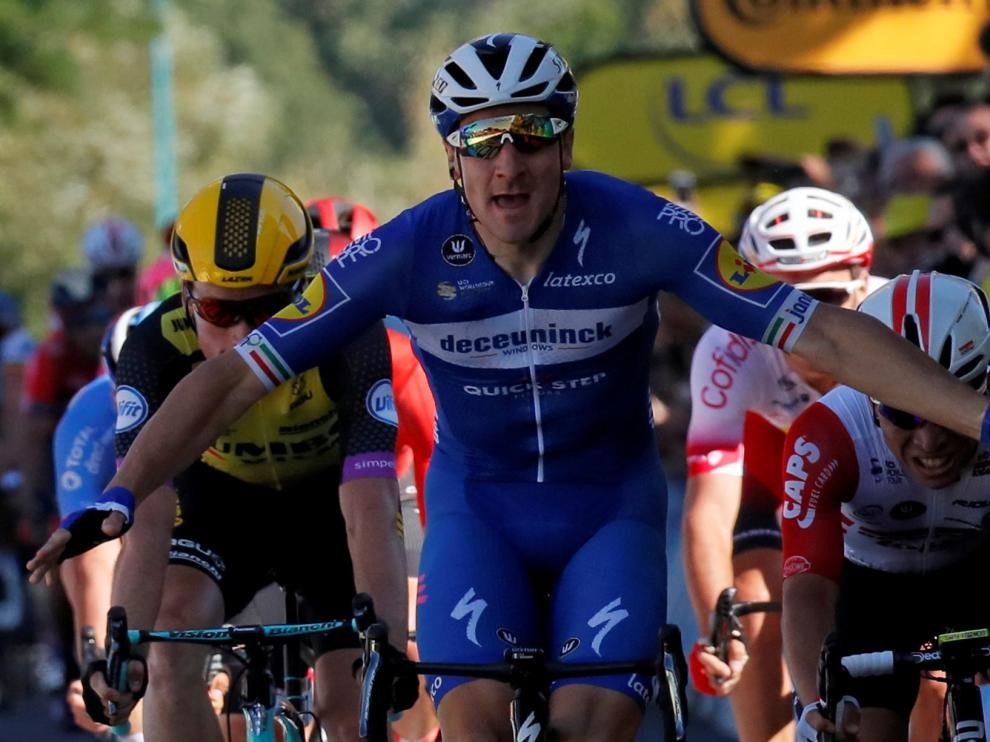 REFILE - CORRECTING BYLINE Cycling - Tour de France - The 213.5-km Stage 4 from Reims to Nancy - July 9, 2019 - Deceuninck-Quick Step rider Elia Viviani of Italy wins the stage. REUTERS/Gonzalo Fuentes [[[REUTERS VOCENTO]]] CYCLING-FRANCE/