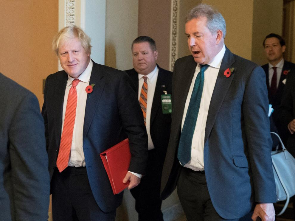 Washington (United States), 09/11/2017.- (FILE) - Then British Foreign Secretary Boris Johnson (L) walks with British Ambassador to the United States Sir Kim Darroch (R) following a meeting on Capitol Hill in Washington, DC, USA, 08 November 2017 (reissued 09 July 2019). According to media reports, Darroch has quit as British ambassador to the US after emails were leaked from Darroch, calling US President Trump's administration inept. (Reino Unido, Estados Unidos) EFE/EPA/MICHAEL REYNOLDS British Ambassador Darroch resigns