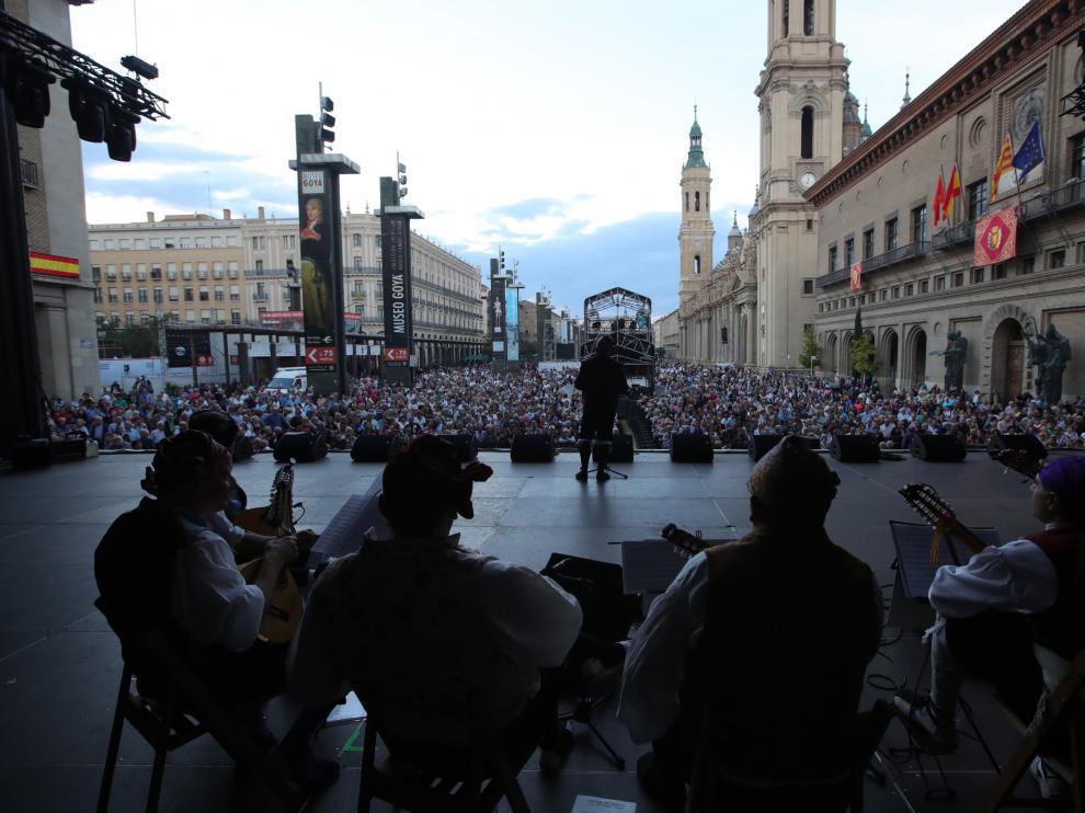 Escenario de las jotas, el año pasado, junto a la fuente de Goya
