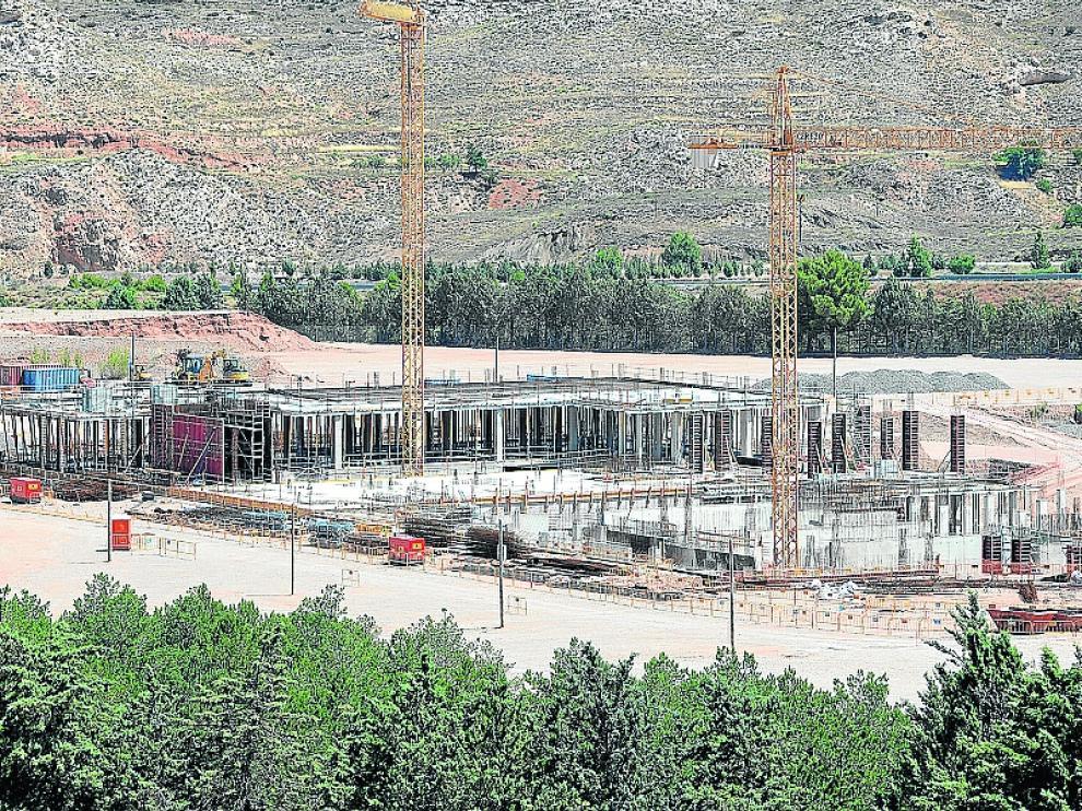 Las contratistas del hospital de Teruel comenzaron las obras en primavera y están centradas en la cimentación, aunque ya se puede apreciar el forjado de una de las plantas.