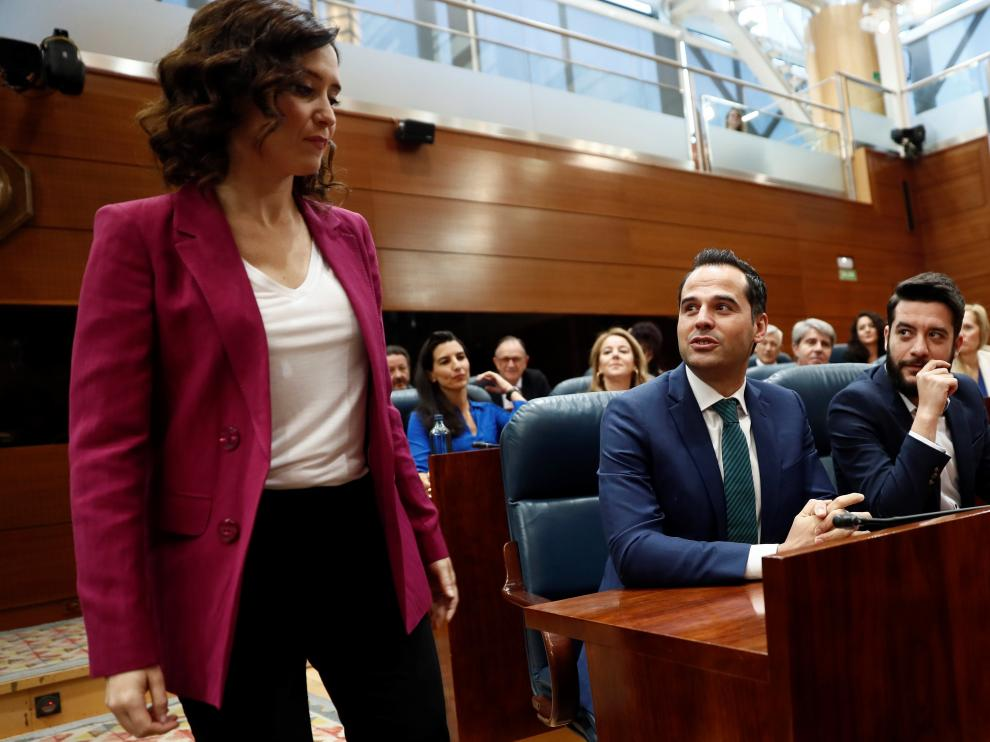 Isabel Díaz Ayuso (PP) e Ignacio Aguado (Cs) en primer plano y Rocío Monasterio (Vox) detrás.